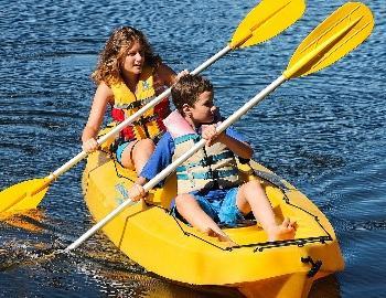 people in kayak
